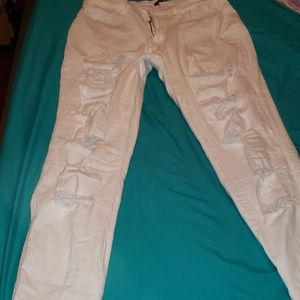 White destruct jeans